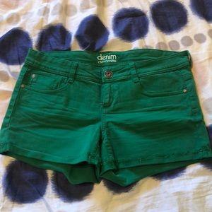 DYNAMITE denim shorts green size 30